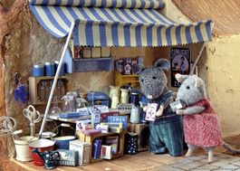 MOUSE MANSION-MARKET STAND